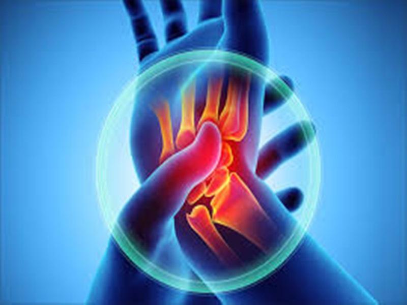 Health News : पैर को क्रॉस करके बैठने से हो सकता है आर्थराइटिस