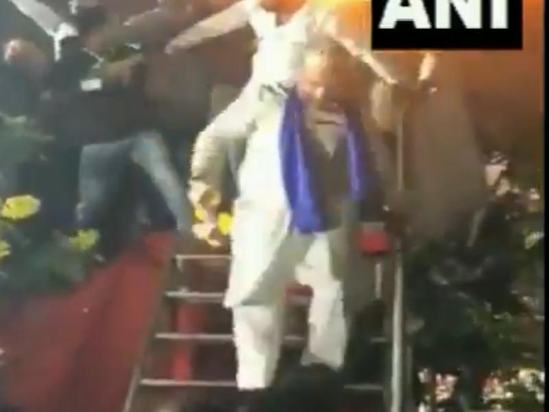 Maharashtra: रैली के बाद 'मियां-मियां भाई' गाने पर ओवैसी ने किया डांस, देखें वीडियो