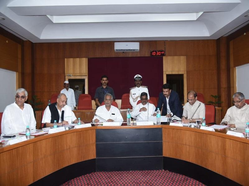 Chhattisgarh Assembly Session : मानसून सत्र शुरू, दिवंगतों को दी श्रद्धांजलि