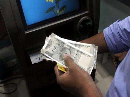 ATM से पैसे निकालना हो सकता है महंगा, बैंकों ने RBI से मांगी मंजूरी