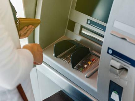 शातिर चोर ने ATM से निकाल लिए थे पैसे, चालक महिला ने ऐसे अकल लगा दी ठिकाने