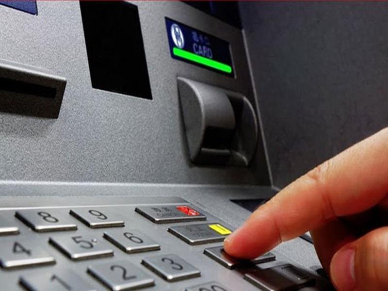 ATM का पावर कट कर उड़ाते थे पैसा, गिरोह के मास्टर माइंड समेत दो की उप्र में तलाश