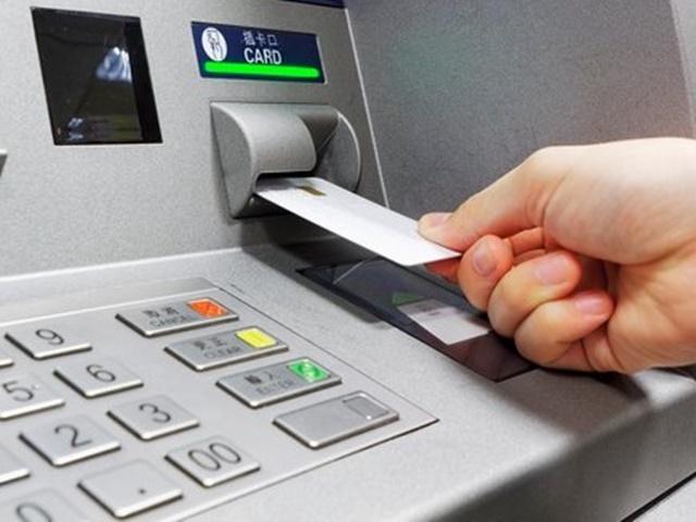 ATM यूजर्स रहें सावधान, पिन बदलना हो या पैसे निकालना, इन बातों का रखें ध्यान