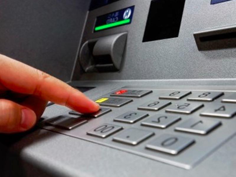 आलपिन से ATM का की-पेड लॉक करते, फिर मदद के बहाने ऐसे कार्ड से उड़ा देते थे पैसा