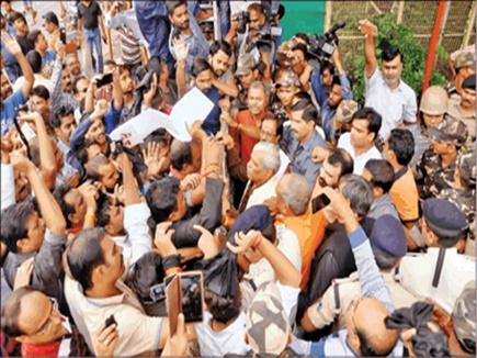 एट्रोसिटी एक्ट ने बढ़ा रखी है भाजपा-कांग्रेस की चिंता