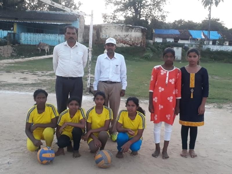 Balaghat News : आदिवासी बच्चों का भविष्य संवारने के लिए प्रधानपाठक ने उठाया ऐसा कदम