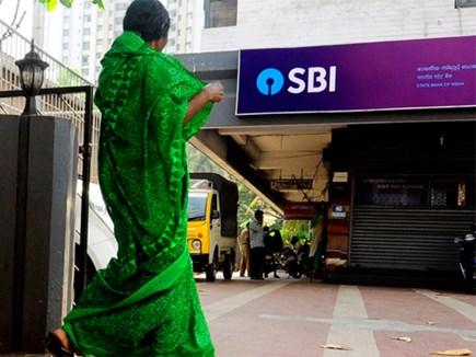 GST से बाहर रह सकती हैं बैंकों की मुफ्त सेवाएं