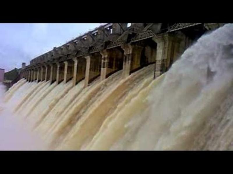 बारिश थमने पर भी खुले हैं बरगी के 5 गेट, डूब की जद में आया नाग मंदिर