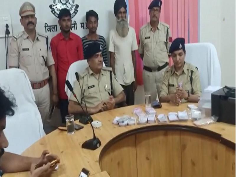 YouTube के जरिए सीखा नकली नोट छापना, केले खरीदने के चक्कर में चढ़ा पुलिस के हत्थे ! Barwani News