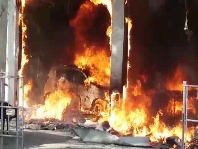 बैतूल में कार के शोरूम में लगी आग, दो घंटे की मशक्कत के बाद बुझाई