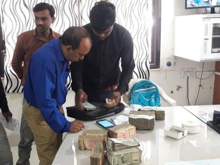 बैतूल में चुनाव आयोग की टीम ने कार से जब्त किए 26 लाख 84 हजार रुपए
