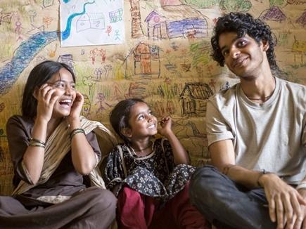Movie Review: भाई-बहन के रिश्तों की कहानी है 'बियॉन्ड द क्लाउड्स'