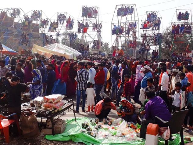 झाबुआ जिले में भगोरिया मेले में दिखे आदिवासी परंपरा के रंग