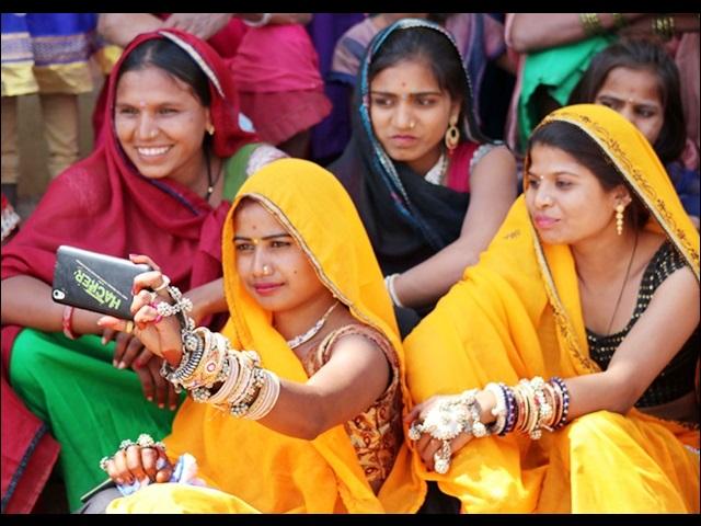 Bhagoriya mela: भगोरिया में उत्साह चरम पर, कुर्राटी भर रही युवाओं में जोश, देखिए झलकियां