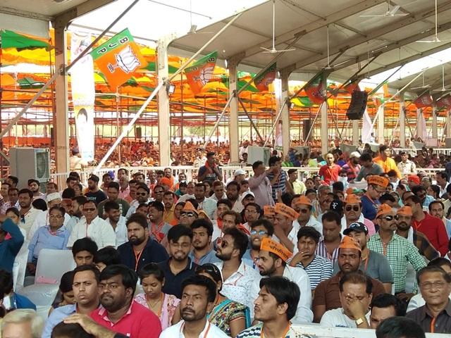 PM Modi Bhatapara Rally Live Updates : मोदी बोले, पूरे समाज को चोर बोल रहे हैं