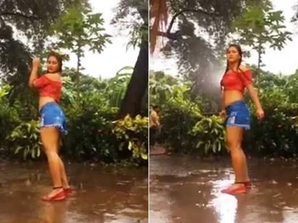 बारिश में खूब नाची यह भोजपुरी एक्ट्रेस, वायरल हुआ वीडियो