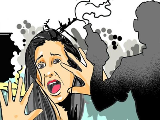 Bhopal Acid Attack : अलग रह रही पत्नी पर भरे बाजार पति ने एसिड फेंका, इसलिए था नाराज