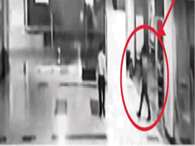 VIDEO : मॉल के बेसमेंट में रखी मिली 14 लाख से भरी तिजोरी, जानिए इसके पीछे की पूरी कहानी