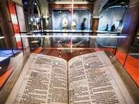 ऑक्सफोर्ड के प्रोफेसर ने सबसे पुरानी 11 बायबल के हिस्से चुराकर बेच दिए