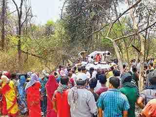 नक्सली हमला: बीजापुर में पांच घरों से एक साथ उठीं अर्थियां