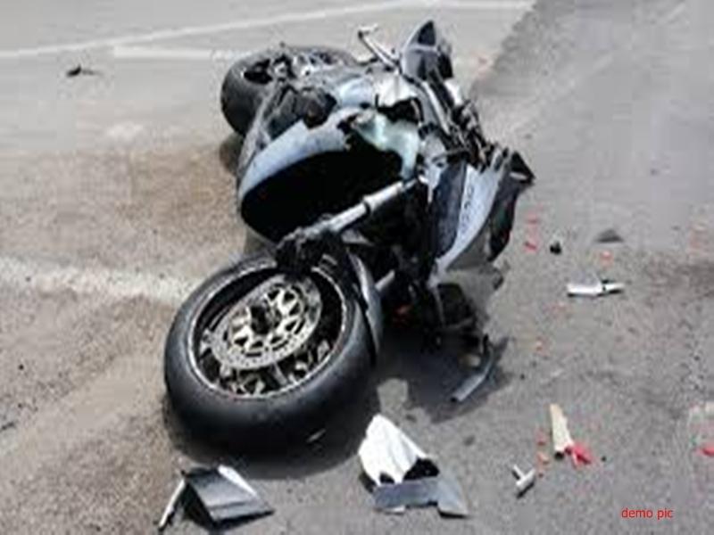 मुरैना में ट्रक की चपेट में आने से बाइक पर सवार चार लोग घायल