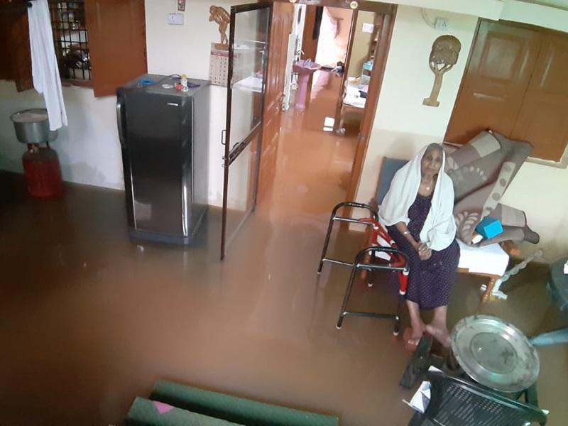 Chhattisgarh Weather : बिलासपुर में भारी बारिश, कई घरों में घुसा पानी, देखें तस्वीरें