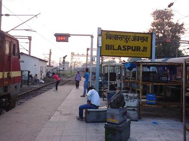 ट्रेनों में नहीं था पानी, बिलासुपर में भी नहीं भराया तो यात्रियों ने मचाया हंगामा