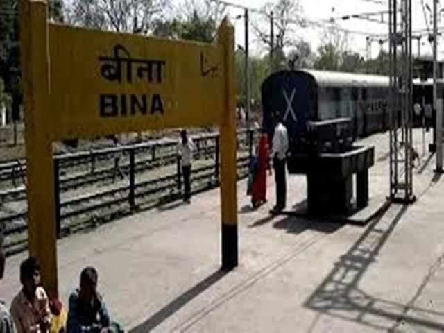 Sagar : रेलवे क्रॉसिंग पर खड़ी थी मालगाड़ी, एंबुलेंस में तड़पती रही प्रसूता