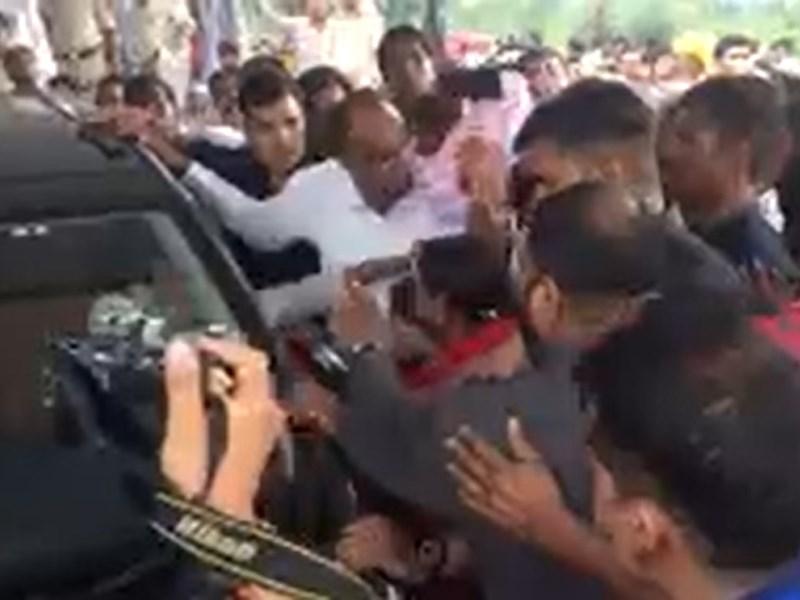 मंदसौर में शिवराज के सामने भिड़ गए भाजपा के दो नेता, देखें वीडियो