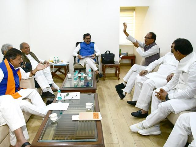 Madhya Pradesh BJP में आधा दर्जन नेताओं को चाहिए परिजन के लिए टिकट