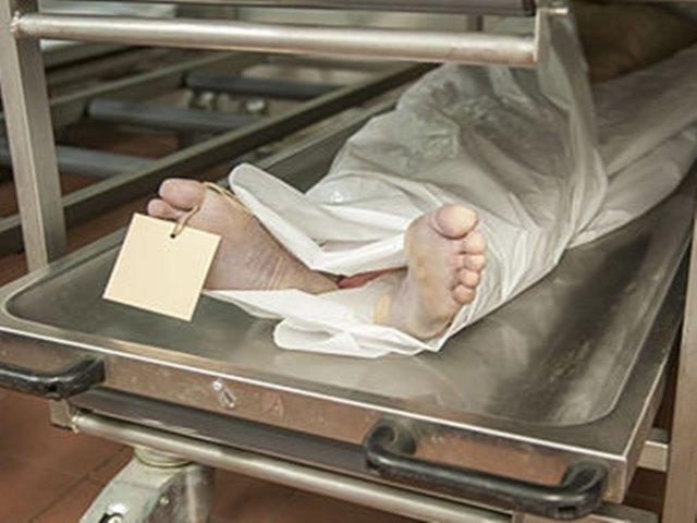 OMG: मृत समझ फ्रीजर में रखा, गले में पहनी सोने की चेन ने बचा ली जान
