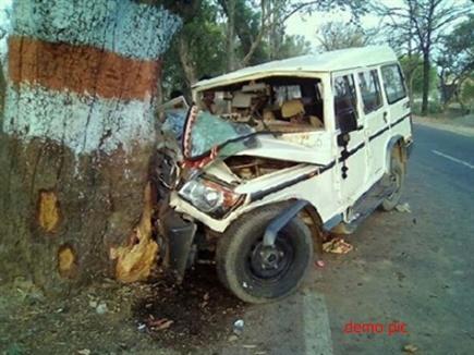 सिहोरा में हादसा, मैहर जा रही बोलेरो पेड़ से टकराई, 2 मृत, पांच घायल