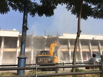 VIDEO : इंदौर में विवादित बिल्डिंग मनी सेंटर को तोड़ा