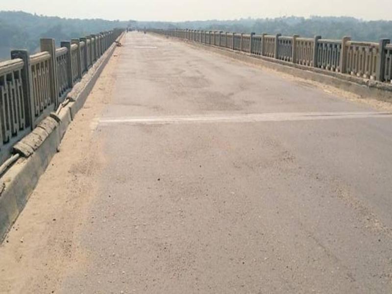 भिंड जिले में चंबल पुल पर लोहे की प्लेट लगी, हैवी वाहन निकलना होंगे शुरू