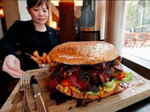 टोक्यो में बिक रहा है सबसे महंगा बर्गर, कीमत सुनकर हो जाएंगे हैरान