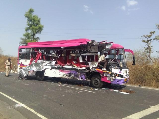 Burhanpur News : यात्री बस और मिनी ट्रक की टक्कर में दो की मौत