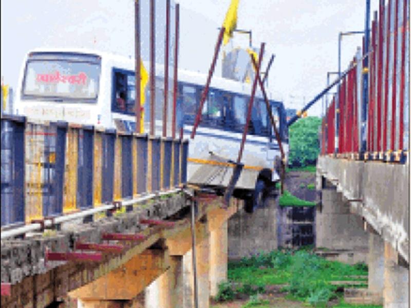 Ujjain Bus Accident : ड्राइवर तेज रफ्तार में करता रहा ओवरटेक, टोका तो बोला- यहां तो ऐसे ही चलती है बस