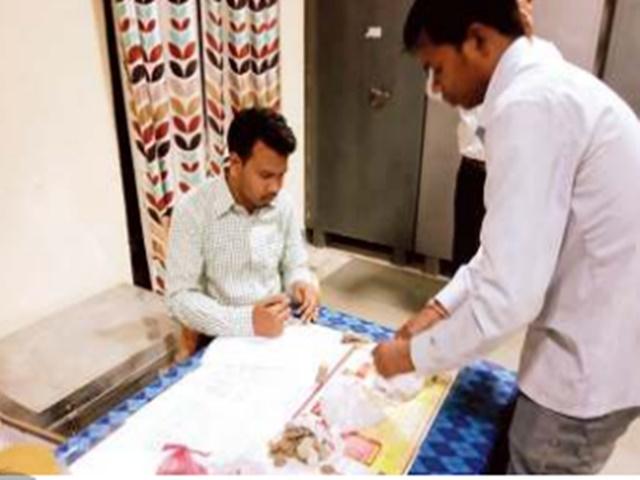 Chattisgarh LS Election: यहां 12 हजार के सिक्के लेकर पहुंचा प्रत्याशी, गिनते-गिनते थक गए कर्मचारी