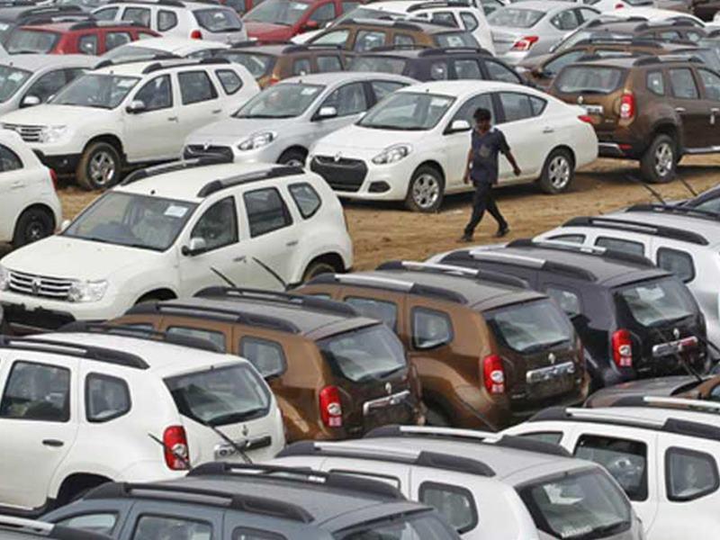 Automobile Sector : बजाज ऑटो, TVS मोटर और अशोक लीलैंड की बिक्री घटी