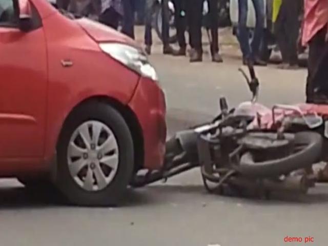 Madhya Pradesh : कार और बाइक की टक्कर में तीन लोगों की मौत, 5 घायल