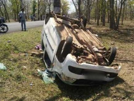 टीकमगढ़ के पास कार पलटने से तीन युवकों की मौत, एक घायल