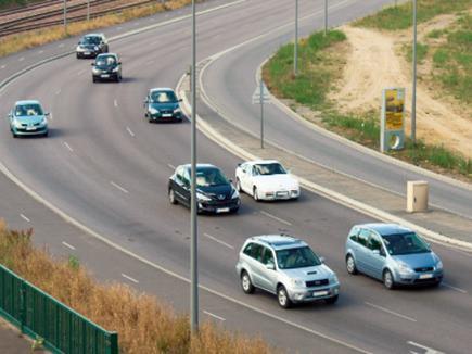 अब टैक्सी व हल्के वाहनों को चलाने के लिए कमर्शियल लाइसेंस जरुरी नहीं