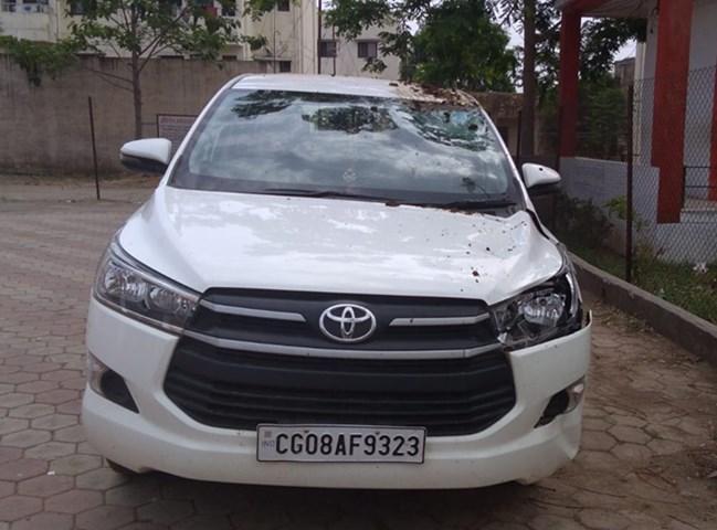 Balaghat: कार की टक्कर से गई महिला की जान, वाहन में निकले 50 लाख के गहने