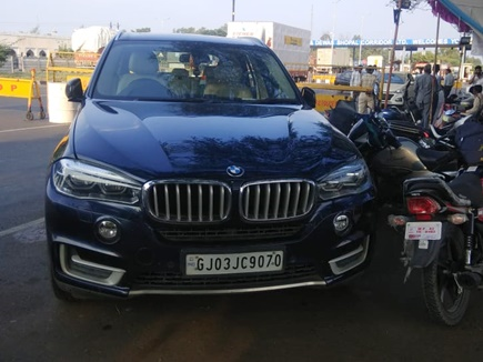 छतरपुर में गाड़ी से 2 करोड़ 45 लाख मिले तो सीहोर में BMW से 7 लाख 20 हजार नगद जब्त