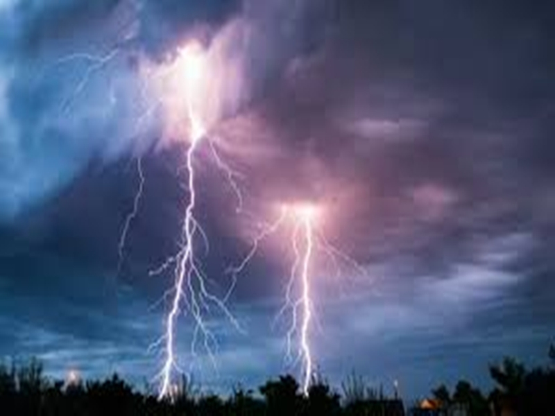 Madhya Pradesh में आकाशीय बिजली गिरने से 5 की मौत, खरगोन जिले में बिना बारिश बाढ़, यातायात अवरुद्ध