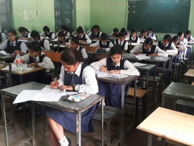 PHOTOS : बोर्ड परीक्षाओं के साथ छग में शुरू हुआ एक्जाम फीवर, देखें झलकियां