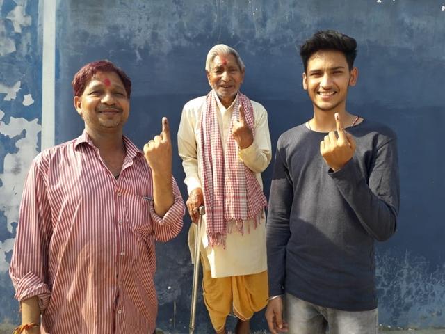 Chhattisgarh 3rd Phase Lok Sabha Election 2019 : सुदूर इलाकों में जमकर मतदान, जंगल में पैदल चलकर पहुंचे वोटर