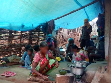 नक्सलियों का फरमान, बीमार पत्नी का इलाज कराने गया युवक तो परिवार को गांव से निकाला
