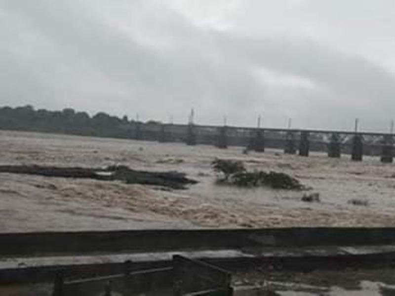 VIDEO : चंबल नदी में उफान के चलते कई गांवों का नागदा से संपर्क टूटा, मंत्री का काफिला भी फंसा