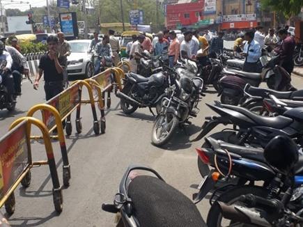 इंदौर के 6 चौराहों पर हेलमेट न पहनने वालों पर कार्रवाई